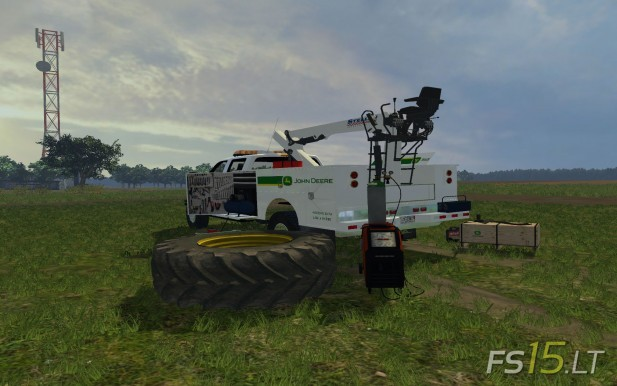 John-Deere-Field-Service-Car-2