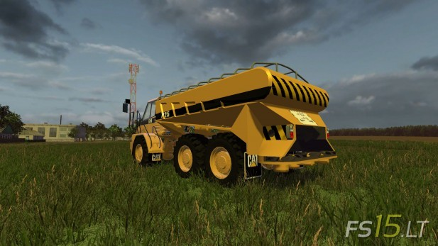 CAT-725A-Solid-Manure-Spreader-2